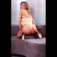 Susy Rocks In Yellow