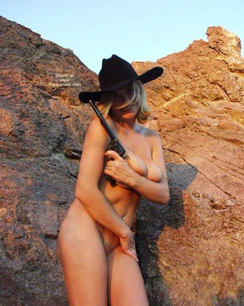 Pic #4 - *Un Wyorae Regulates The Desert