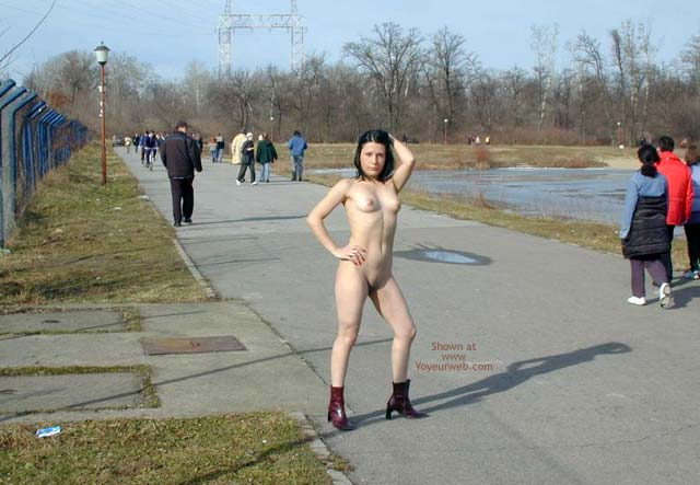 Pic #4 - Completely Naked On a Cold Day 7