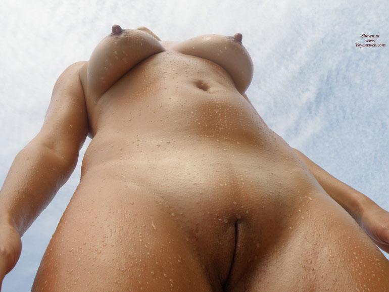 фото голых сисек снизу вверх