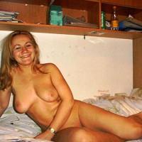 Karin Im Schlafzimmer