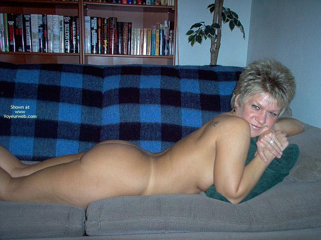 Pic #5 - Angelique Naked On The Couch