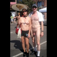 M* Naked Guy Poses With Pretty Girls In Public